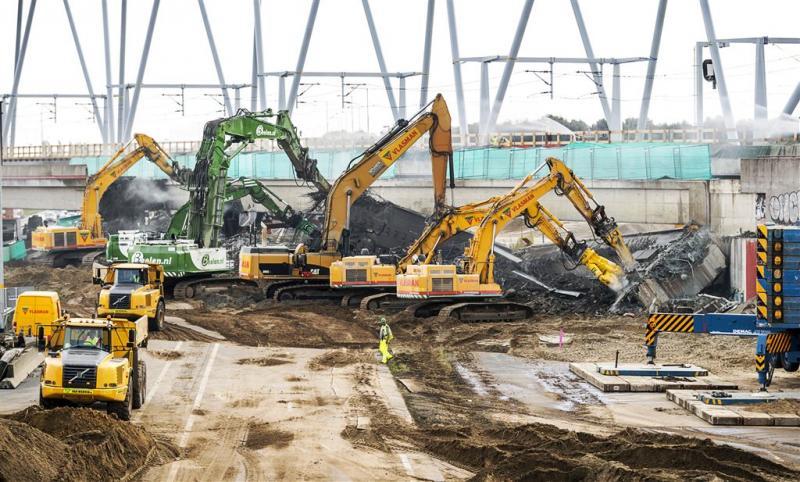 Werkzaamheden spoorbrug A1 lopen uit