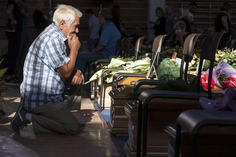 Italië rouwt en begraaft aardbevingsdoden