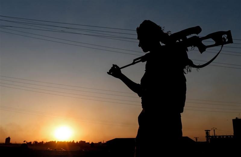 Koerdische strijders graven zich in Manbij in