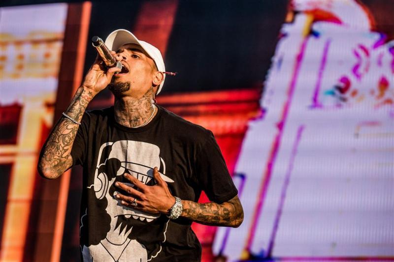 'Chris Brown bedreigt vrouw met wapen'