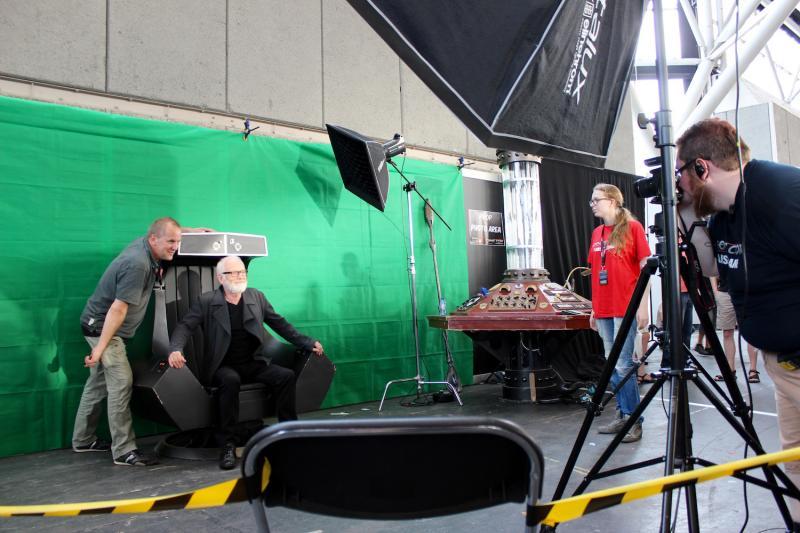 Star Wars-ster Ian McDiarmid ging op de foto met aanwezigen. (Foto: Peter Breuls)