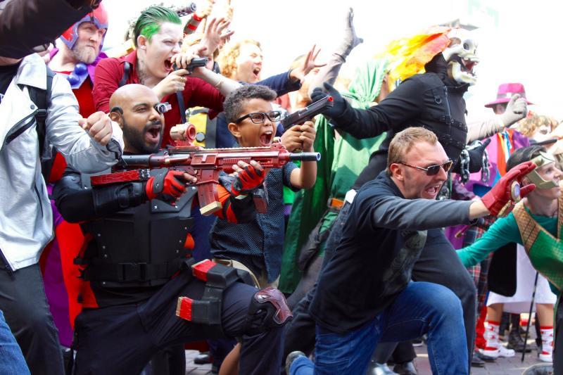 Cosplayers tijdens een Marvel vs DC evenement op Amsterdam Comic Con (Foto: Peter Breuls)