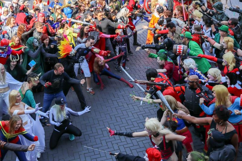 Cosplayers tijdens een Marvel vs DC evenement op Amsterdam Comic Con (Foto: Yuen Li)