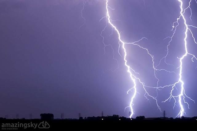 Erwin Klein van Amazing Sky maakte deze schitterende bliksemfoto afgelopen weekend. (Foto: Erwin Klein)