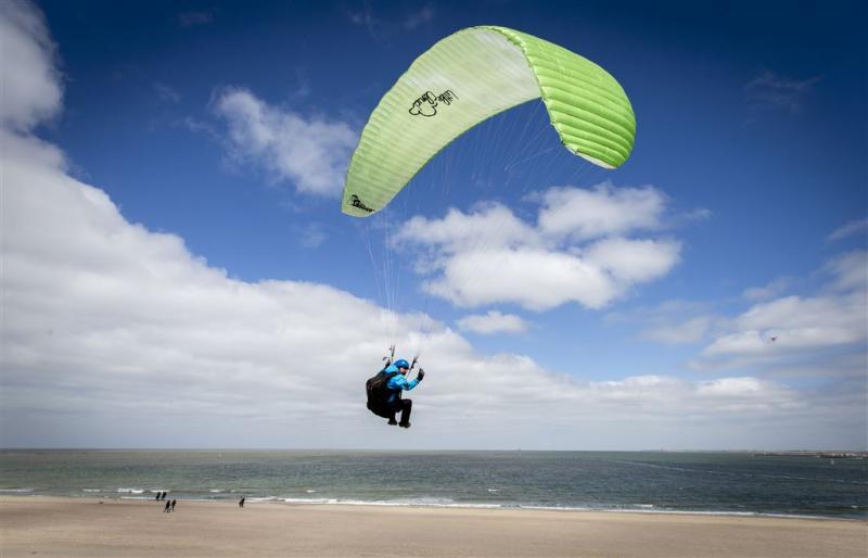 Paraglider gecrasht in Zoutelande