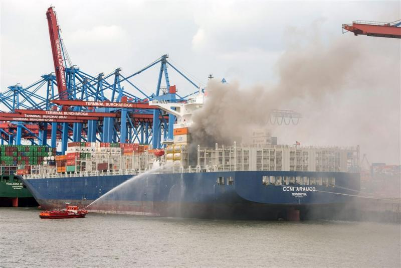 Brand in haven Hamburg na dagen meester