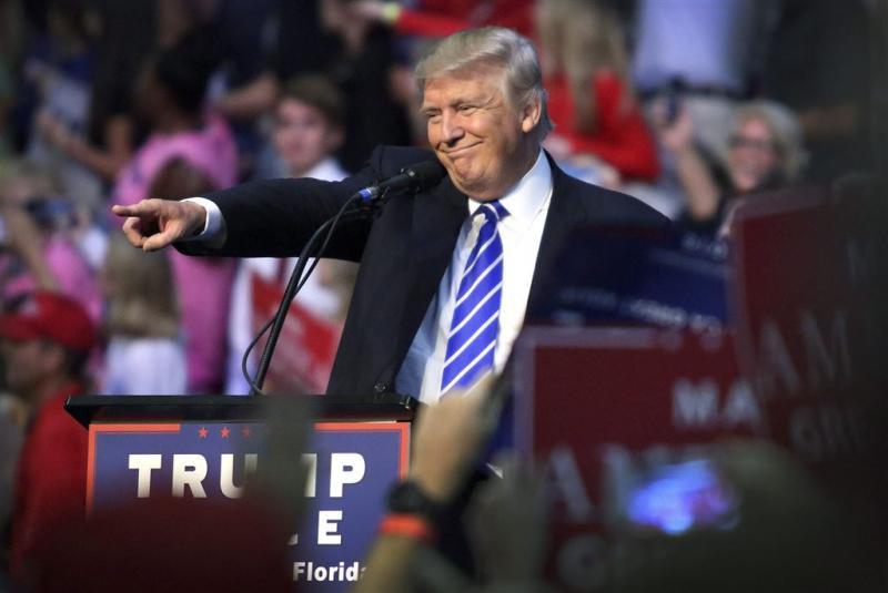 Clinton, Trump voor het eerst samen bij kiezer