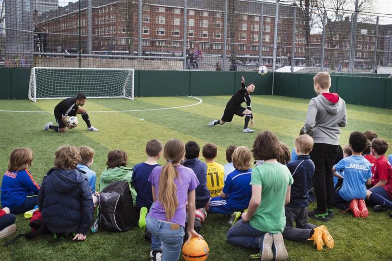 'Sluit onveilige Amsterdamse sportclubs'