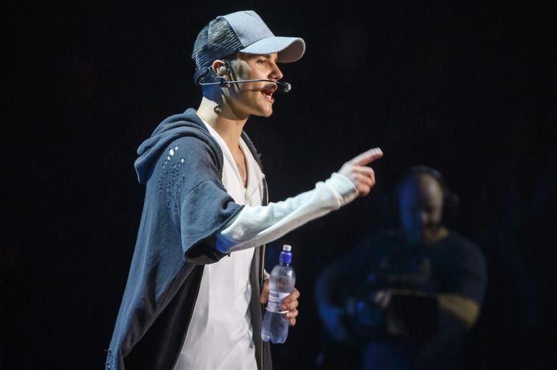 Bieber dreigt zichzelf van nummer 1 te stoten