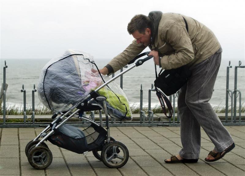 Partners mogen langer bij baby blijven