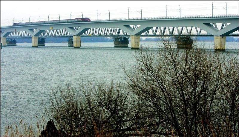 Dinsdag nauwelijks treinen over Moerdijkbrug