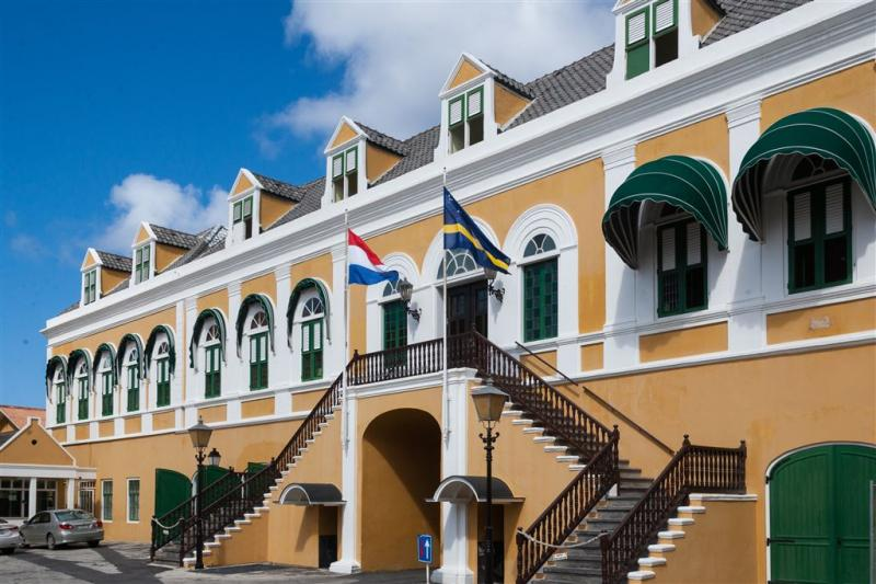 Staking legt deel openbare leven Curaçao plat