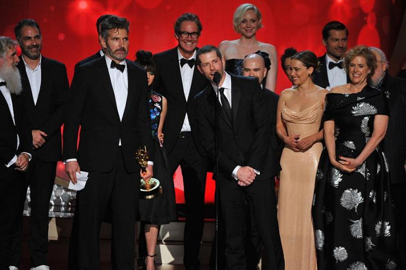 Cast en crew van Game of Thrones tijdens de 68e Emmy Awards