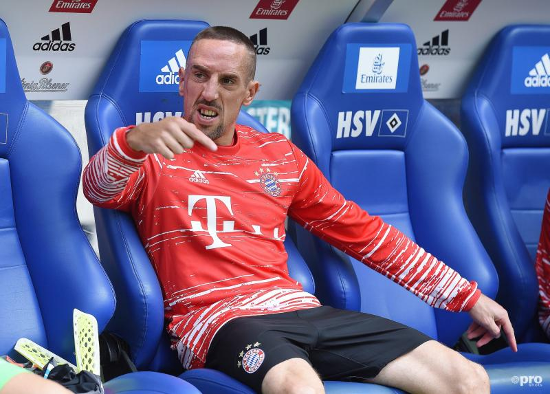 Bayern München-speler Franck Ribéry wil ons wat duidelijk maken, maar wat? (Pro Shots / Witters)
