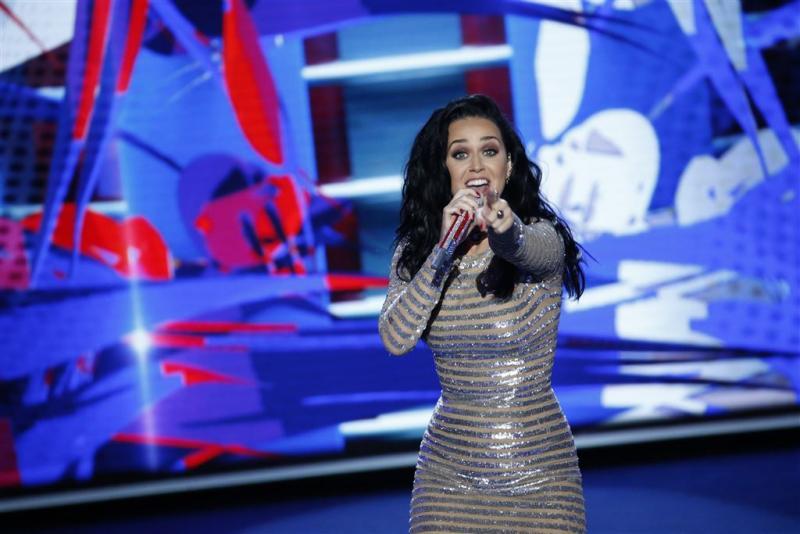 Katy Perry uit de kleren voor verkiezingsspot
