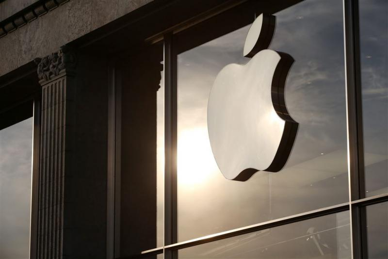 Fransman koelt woede op Apple Store