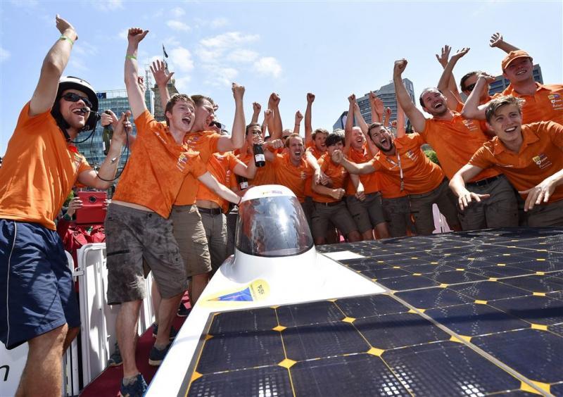 Nuon Solar Team wint in Zuid-Afrika