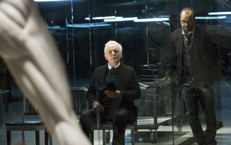 Westworld: Anthony Hopkins en Jeffrey Wright (Foto: HBO)