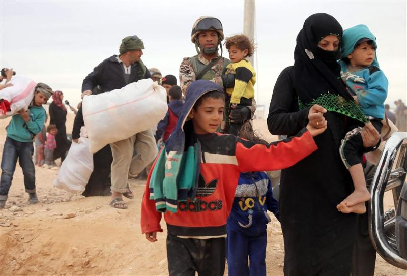 Tien landen vangen helft vluchtelingen op