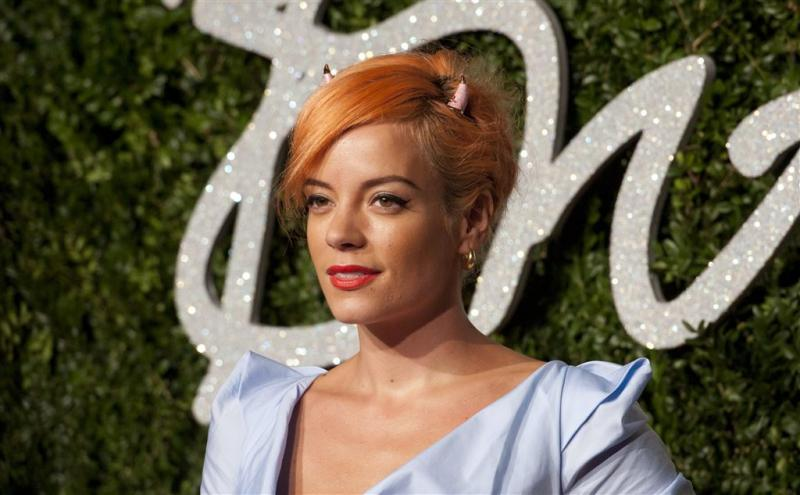Lily Allen huilt in migrantenkamp de 'jungle'