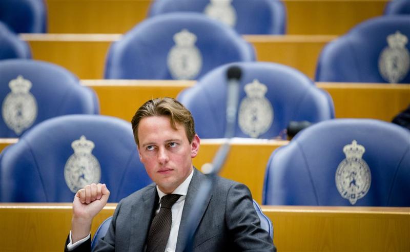 PvdA: meer belasting, geen eigen risico