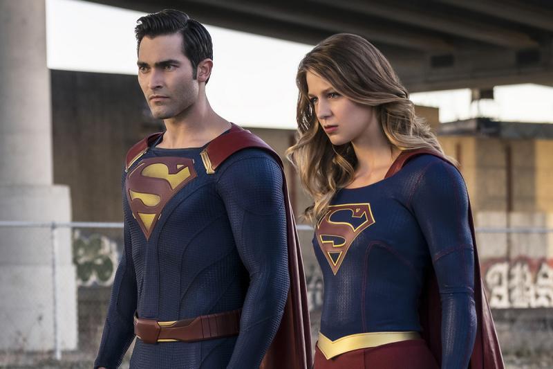 Tyler Hoechlin als Superman met Melissa Benoist als Supergirl