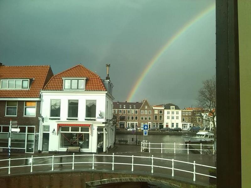 Met wat wisselvallig weer op komst ook weer kans op een regenboog. (Foto: Stephan5)