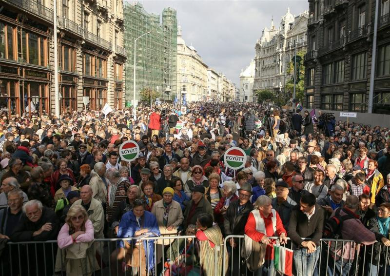 Massaal protest in Boedapest voor persvrijheid