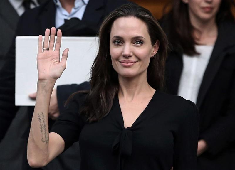 Angelina Jolie wil tatoeages verwijderen