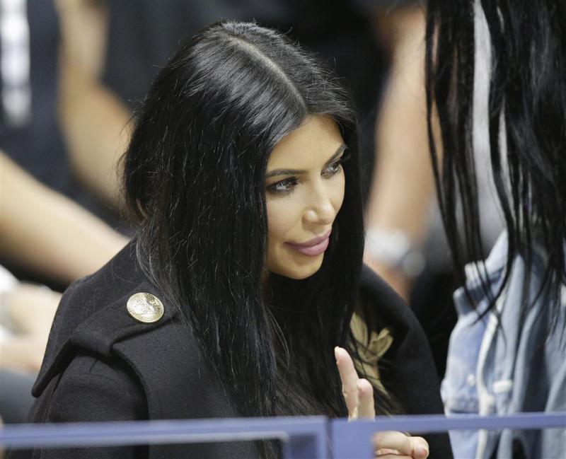 Kim Kardashian duikt op bij concert Kanye