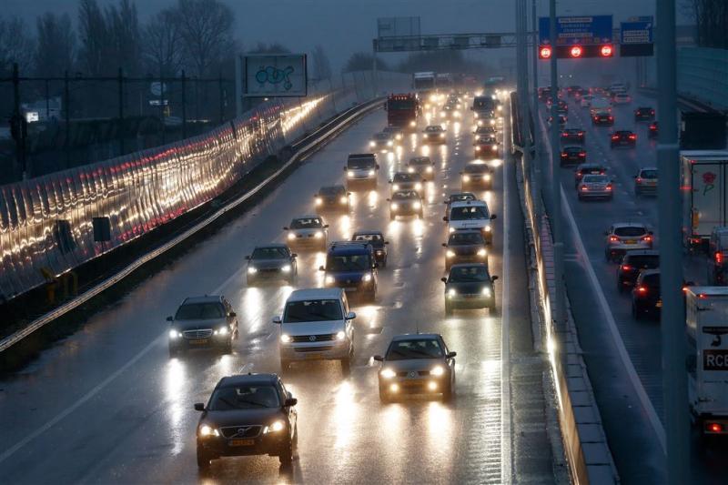 Veel minder auto's met defecte verlichting
