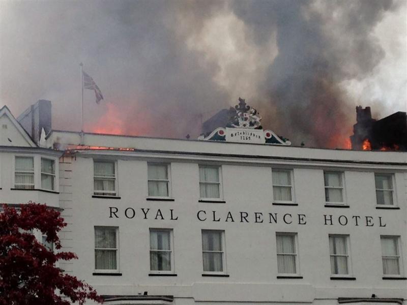 Brand verwoest oudste hotel Engeland