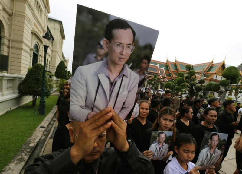 Thai in de rij voor afscheid van koning