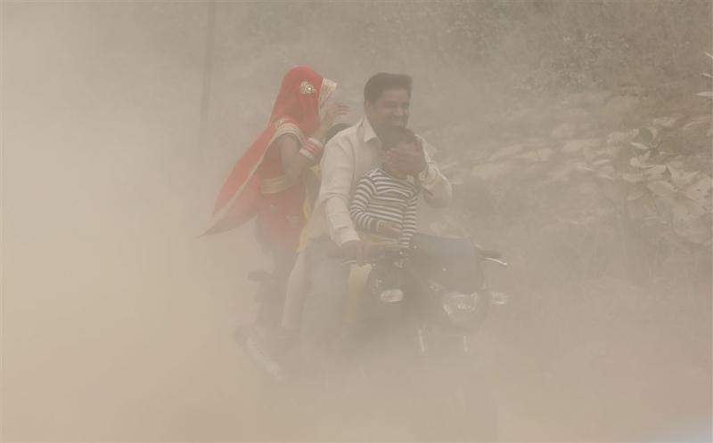 Smog verlamt hoofdstad India