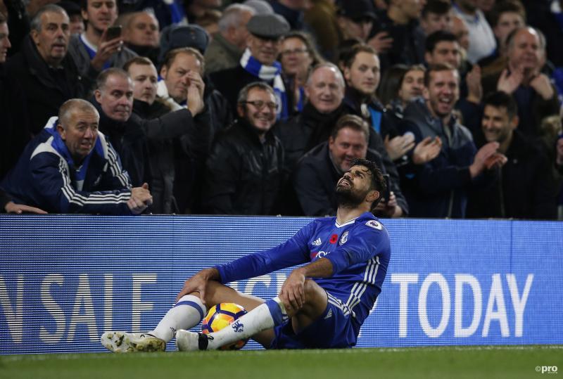 We troffen Chelsea-speler Diego Costa aan in deze ietwat vreemde positie, wat zou een goed onderschrift zijn voor deze foto? (Pro Shots / Action Images)