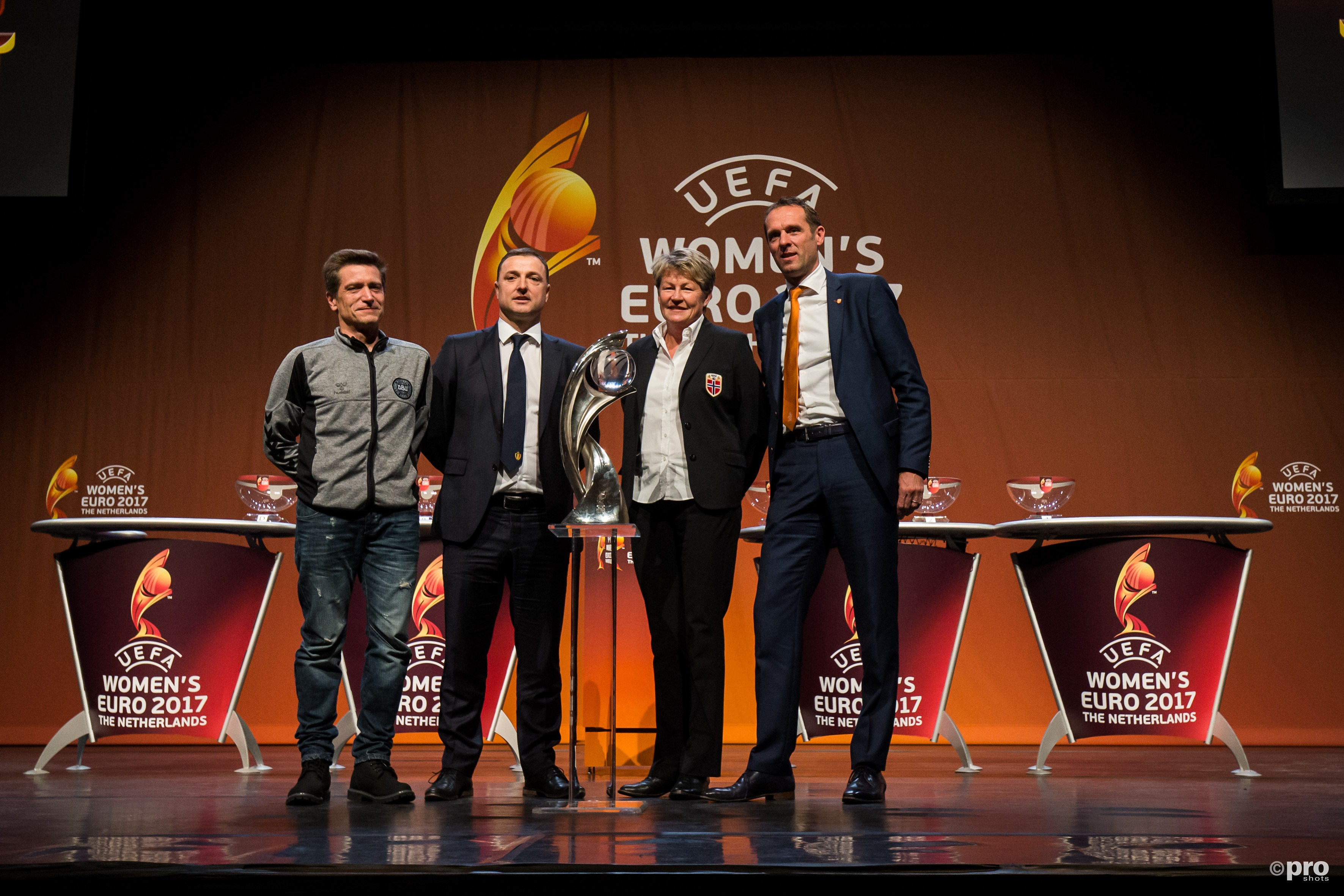 Groep A L-R Nils Nielsen (Denemarken) Ives Serneels (Belgie) coach (Noorwegen) Arjan van der Laan (Nederland). (PRO SHOTS/Erwin Spek