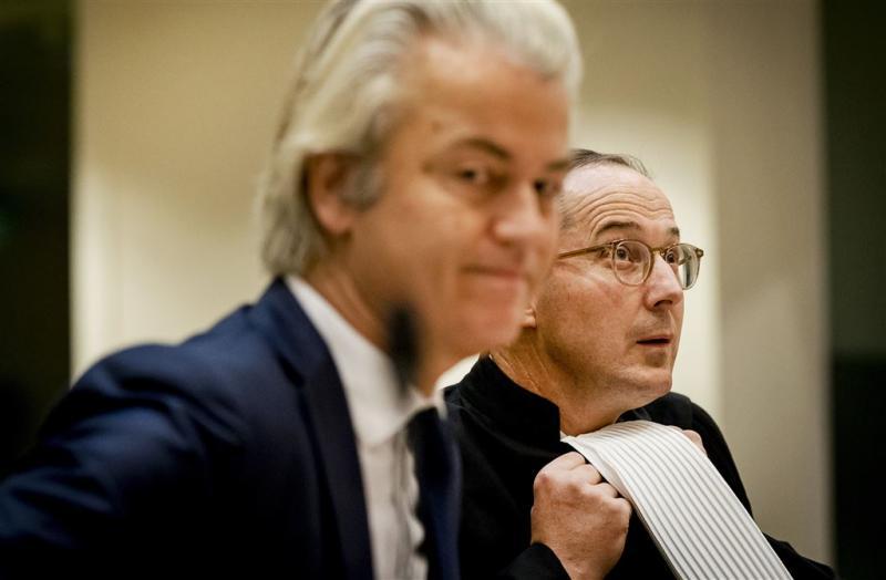 Knoops blijft Wilders bijstaan