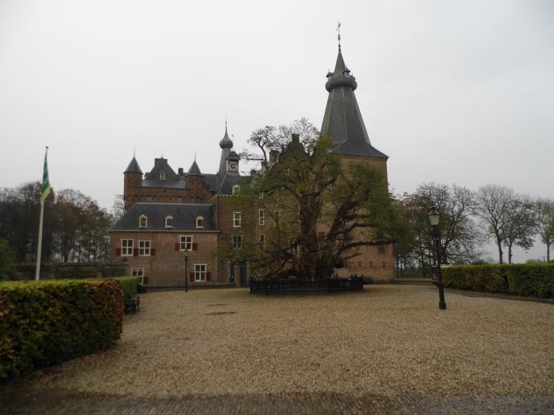 Kasteel Doorwerth in de regen (Foto: qltel)