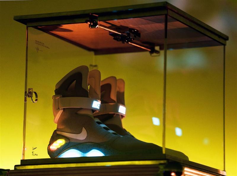 Zelfstrikkende sneakers gaan 670 euro kosten