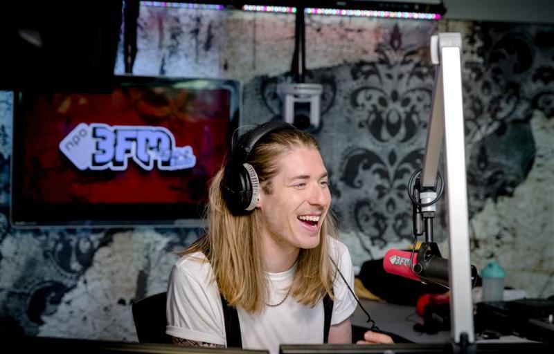 3FM-dj's Domien en Frank gaan Glazen Huis in