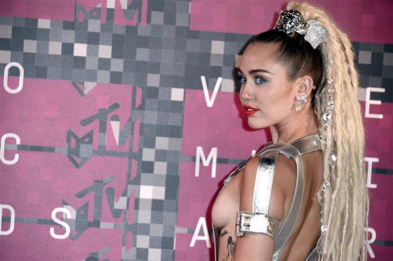 Miley Cyrus viert verjaardag met Liam