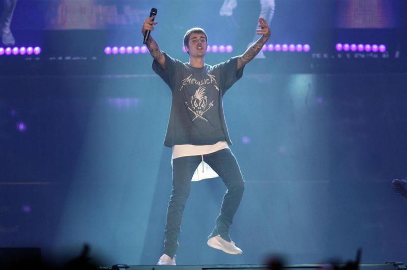 Justin Bieber slaat fan in gezicht