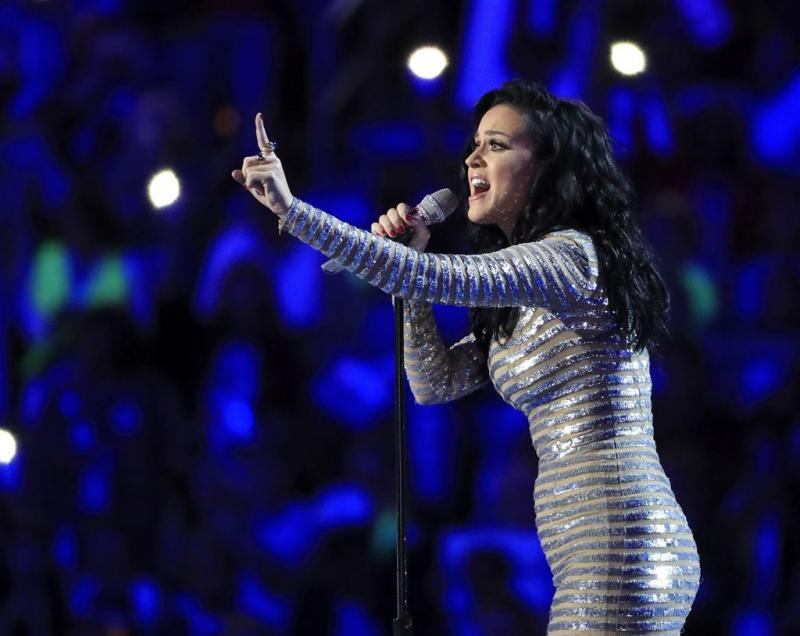 Katy Perry steunt Indianenstam in protest