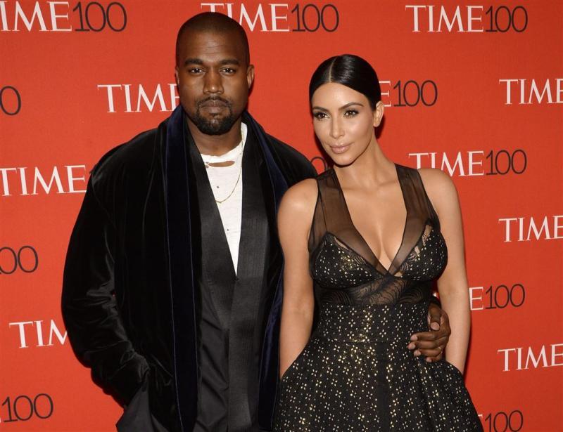 Kim Kardashian slaapt bij West in ziekenhuis