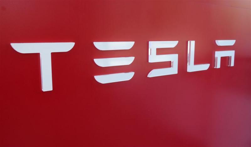 Kabinet hengelt naar 'gigafabriek' Tesla