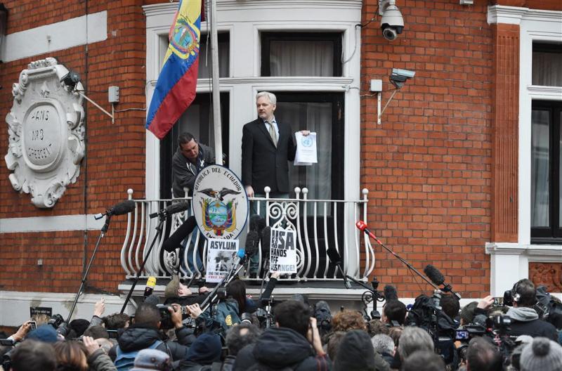 Ecuador: Assange voorlopig in ambassade