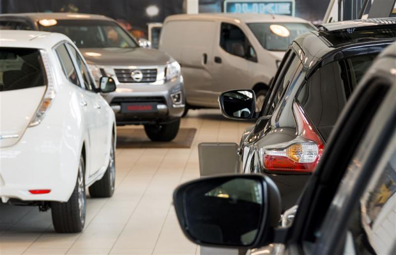 Autoverkopen lopen verder terug
