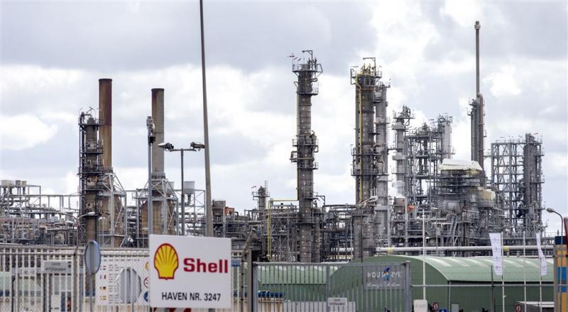 FNV dreigt met hardere acties Shell Pernis