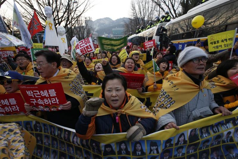 Zuid-Koreanen weer de straat op tegen Park