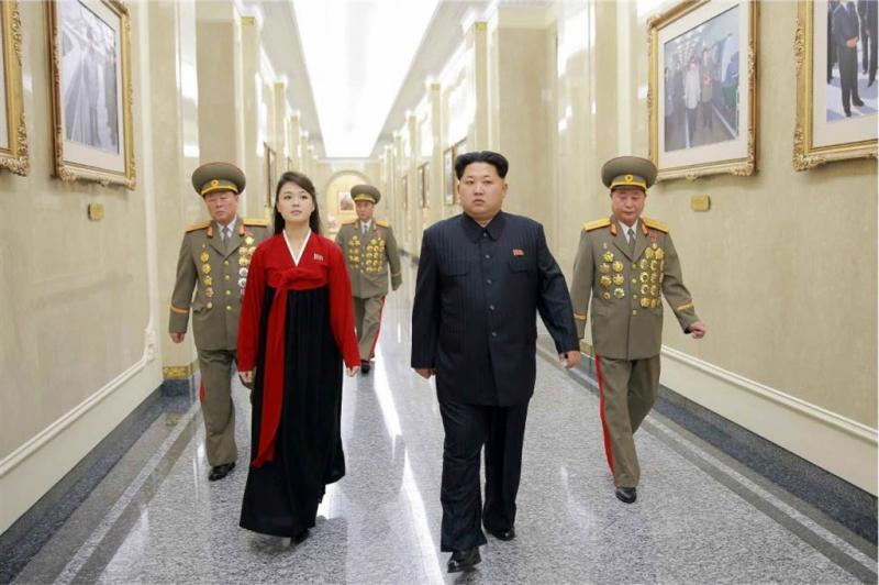 Vrouw Kim Jong-un duikt na maanden weer op